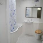 Gamekeeper's bathroom with overhead shower